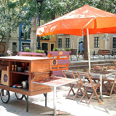 Ostras Gouthier - Esplanada del restaurante Gouthier en la Plaza Sant Vicenç en Sarria
