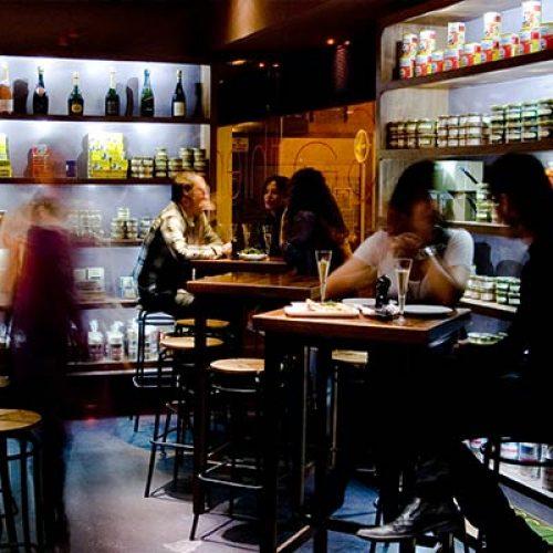 Ostras Gouthier - Clientes cenando en el restaurante Gouthier